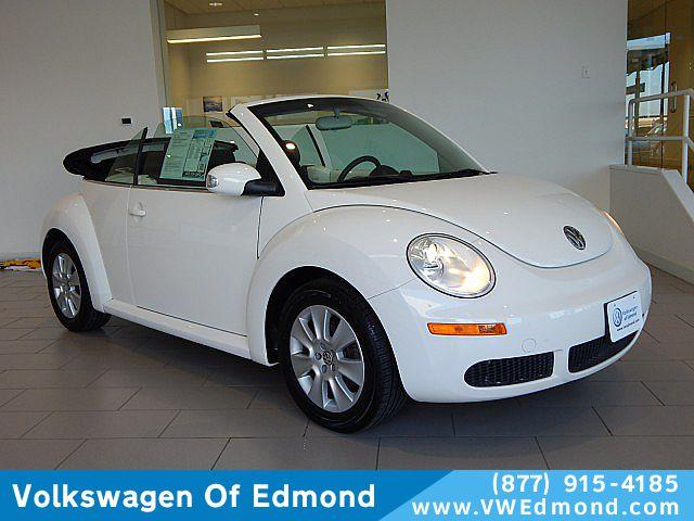 Pre-Owned 2009 Volkswagen New Beetle 2dr Auto S